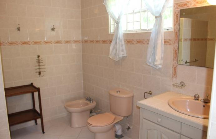 Ealing park 36 barbados house for sale 2 apartments for Bathroom auction sites